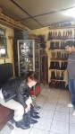 Laeticia buying leather boots in Pastores.
